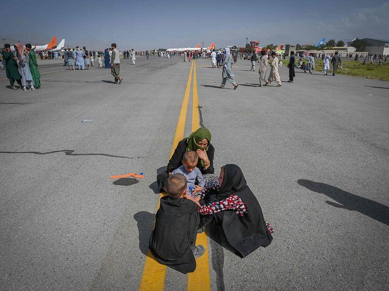 AFGHAN PEOPLE FLEE TALIBAN