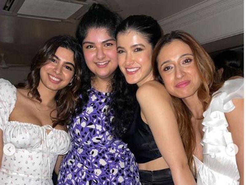 Shanaya Kapoor with her cousins
