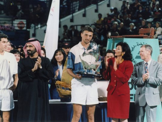 Tennis - Sk Mo giving trophies