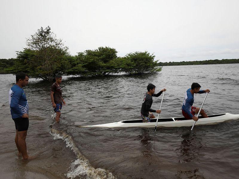 BRAZIL-INDIGENOUS-CANOE