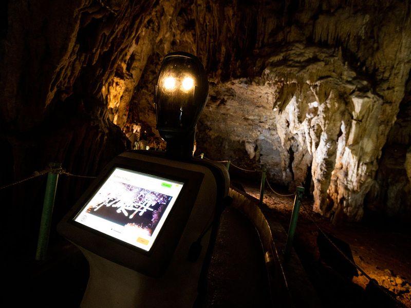 Greece_Cave_Robot