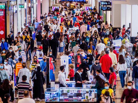 Stock Dubai shoppers