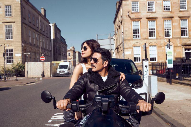 Vaani Kapoor and Akshay Kumar in 'Bell Bottom'