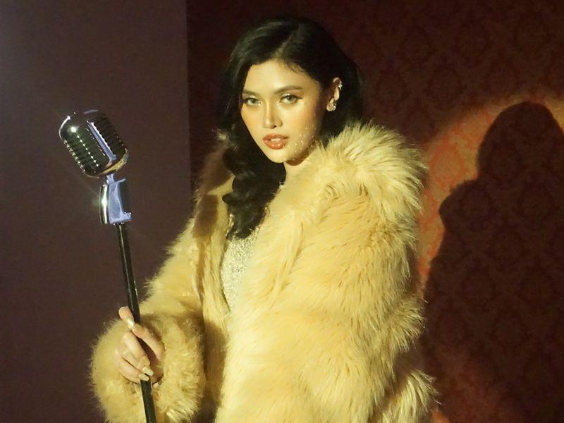 Filipino singer Lesha