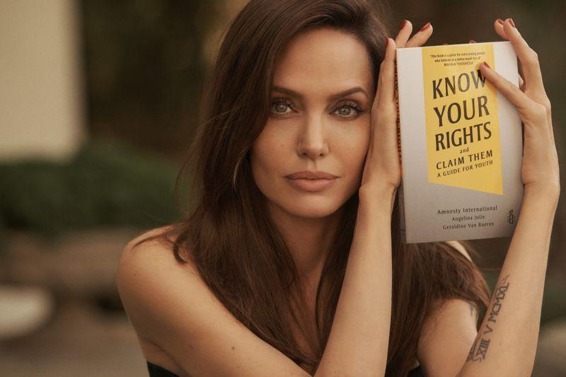 Angelina Jolie-1630647715585