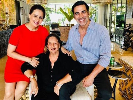 Akshay Kumar with his mother and sister