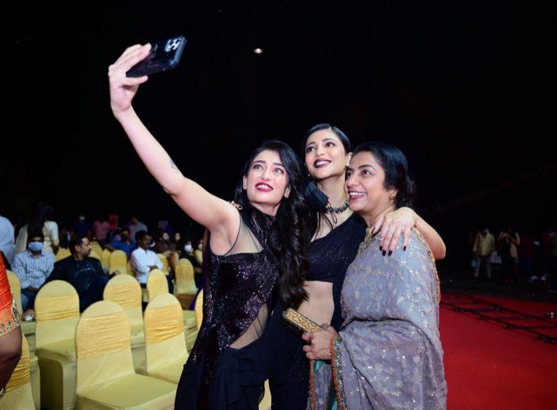 Shruti Haasan and Suhasini