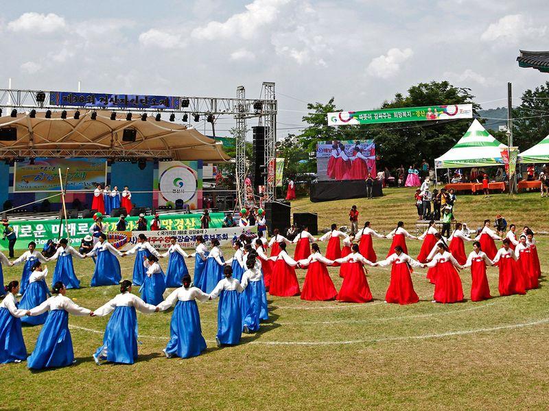 Korean dance circle