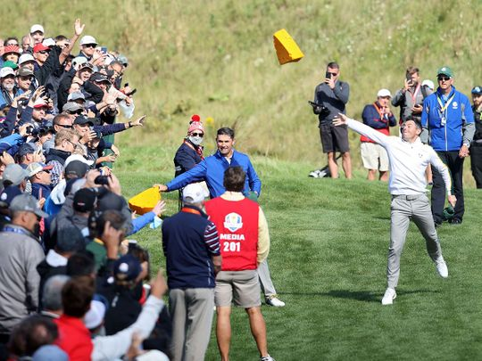 Harrington and McIlroy play with the crowd