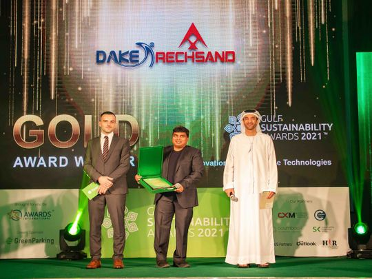 Chandra Dake, CEO Dake Rechsand receiving the Gold in Gulf Sustainability Award 2021 - Innovation in Sustainable Technologies