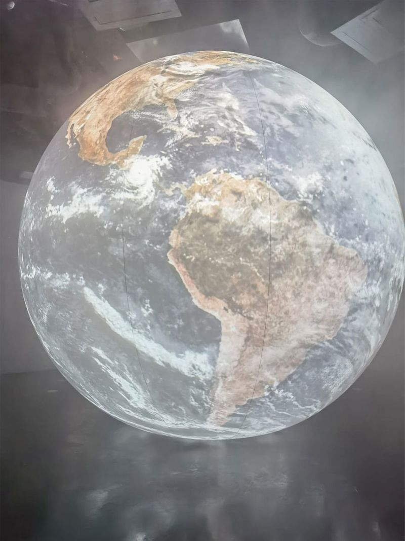 A 3-D display of Earth
