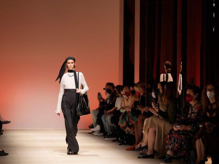 Copy of Italy_Fashion_Salvatore_Ferragamo_75941.jpg-3a339-1632733096451