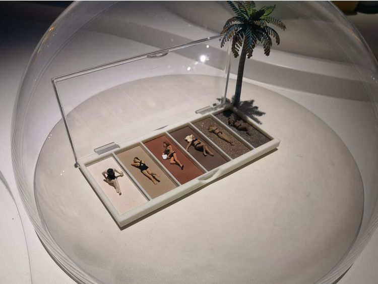 Miniature items used to depict regular life in Japan