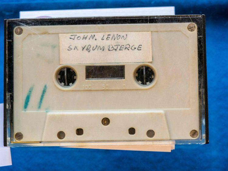 Lennon 3-1632811286089