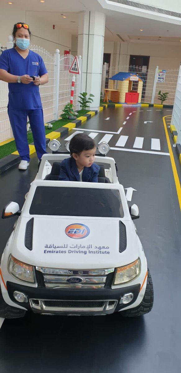 NAT Dubai policeman bring joy to child 74-1632994571227