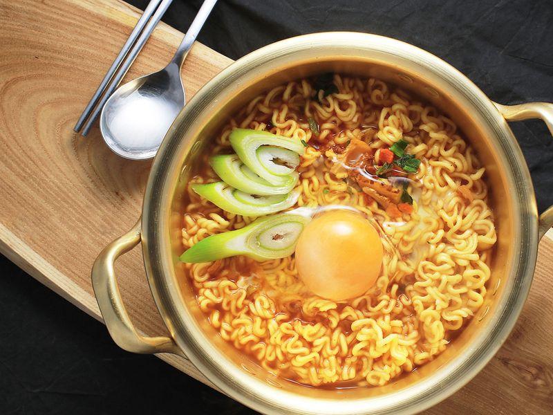 Naembi or pot of ramen