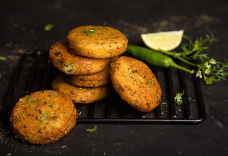 Navarati recipe: Kache kele ke kebab