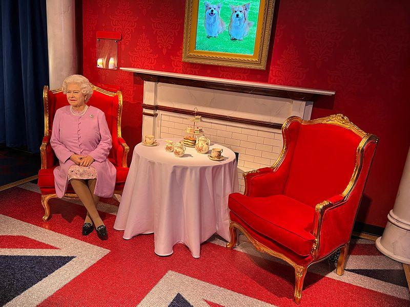 Queen Elizabeth II's statue