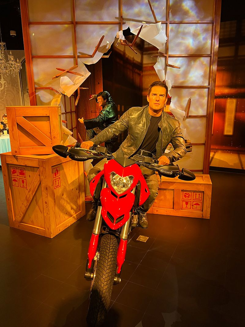 Tom Cruise's statue