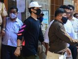Aryan Khan (C), son of Bollywood actor Shah Rukh Khan, is escorted to court by Narcotics Control Bureau (NCB) officials for a bail plea hearing in Mumbai on October 7, 2021, after his arrest in connection with a drug case. (Photo by Sujit JAISWAL / AFP)