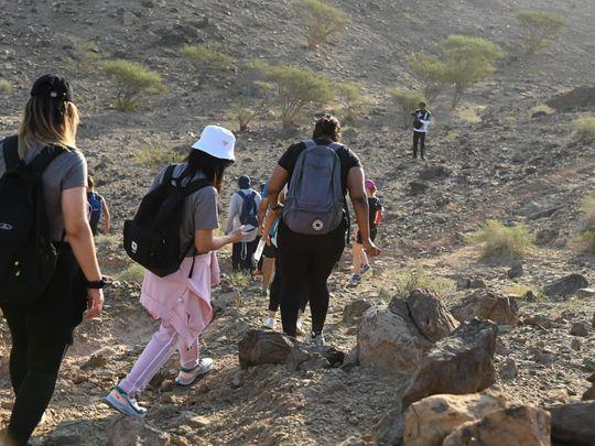 Dubai Police Volunteers climb Hatta Mountains to Promote Dubai Touristic Landmarks (1)-1633674418254