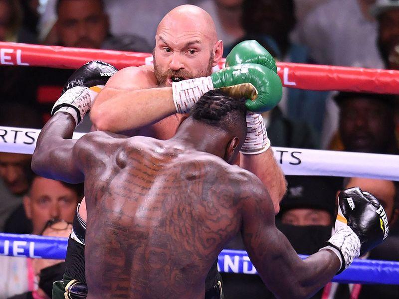 Tyson Fury fights Deontay Wilder
