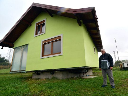 Copy-of-Bosnia_Rotating_House_48671