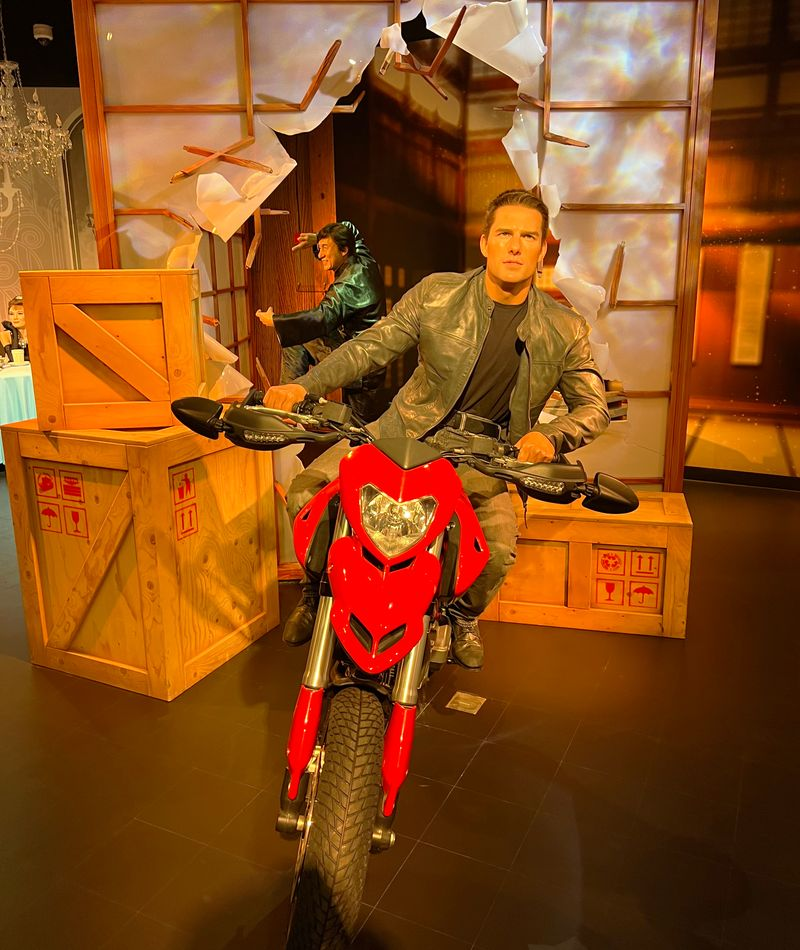 Wax statue of Tom Cruise and Jackie Chan at Madame Tussauds Dubai