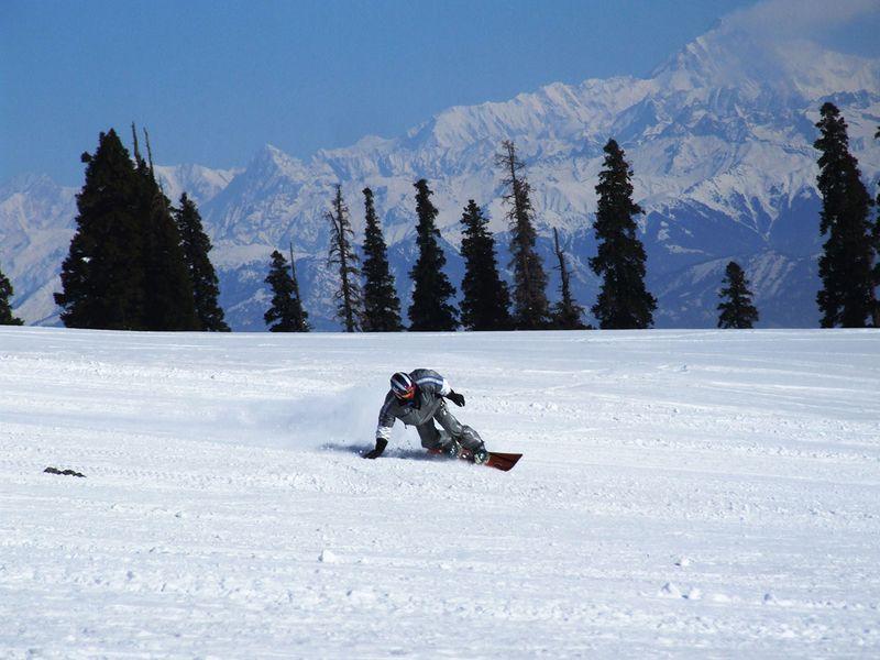 J&K-Khyber-Resort-Gulmarg-snowboarder-FOR-WEB