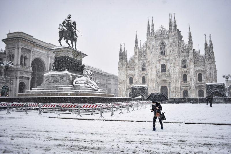 Photos Rare Snowfall Blankets Locked Down Milan News Photos Gulf News