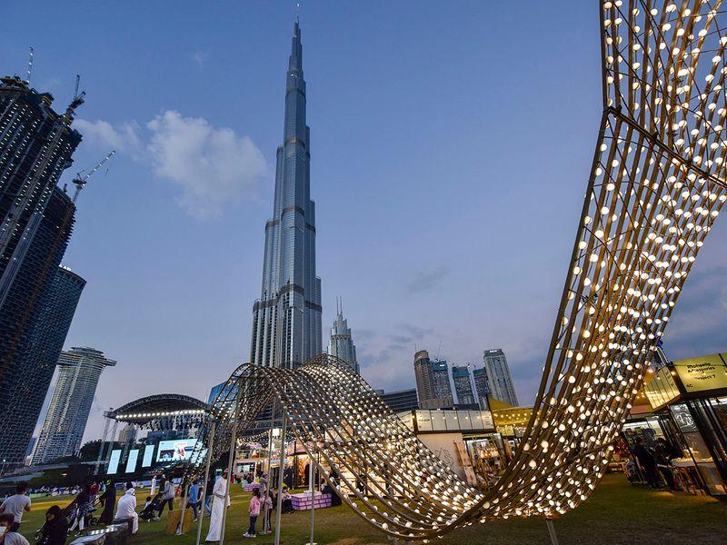 Stock Dubai shoppers DSF